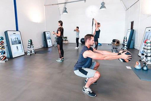 Zirkeltraining im Fitnessstudio