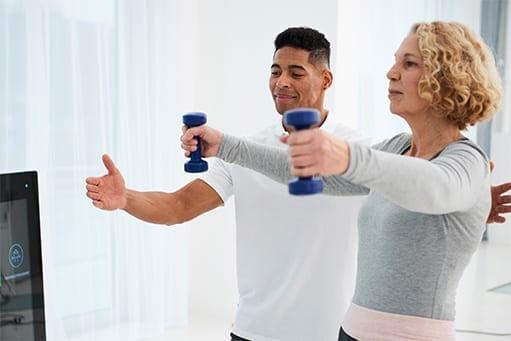 Die meisten Patientinnen und Patienten in der Physiotherapie sind mindestens 50 Jahre alt und weiblich