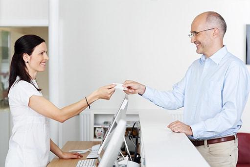 Umsatz steigern Physiotherapie: Digitale Angebote in der Physiotherapie können beim Aufbau des Selbstzahlerbereichs helfen
